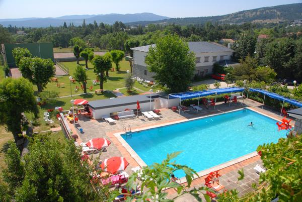 Evadium alojamiento hotel rural las gacelas for Piscinas en la sierra de madrid