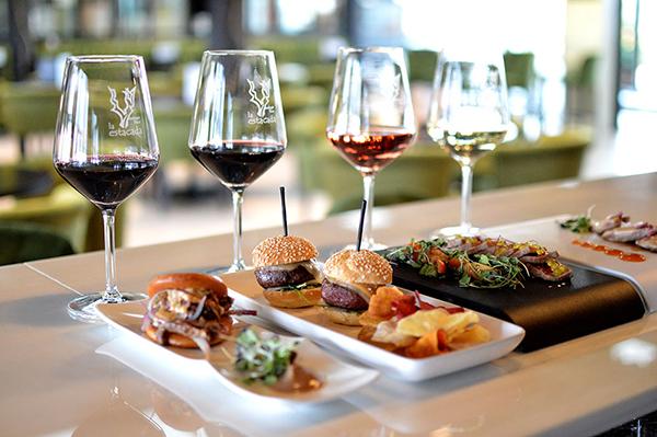 Evadium: Pack enológico con visita a bodega, cata de vinos y comida ...