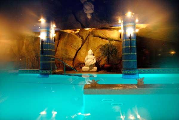 Evadium pack spa y masaje local for Hotel con piscina en cordoba